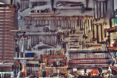 Many tools hanging on a wall